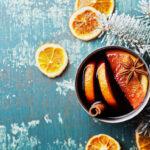 Glühwein mit Orangen und Tannen Deko